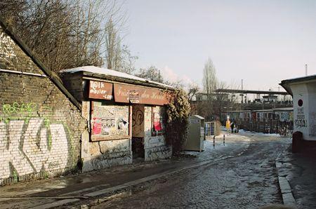 Berlin, Ostkreuz, Sonntagstraße: Frisör für den Herren