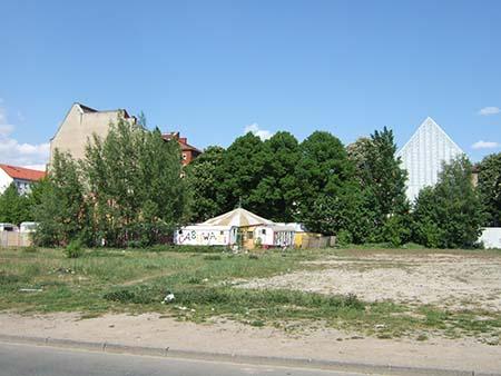Mauerstreifen: Stadtkante mit Zirkus