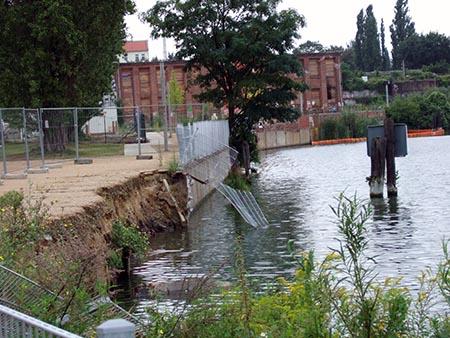 Das Ufer bricht