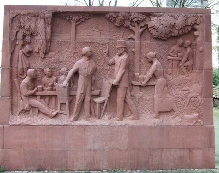 Stralau, Karl-Marx-Denkmal