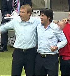 Jürgen Klinsmann und Jogi Löw beim Freuen